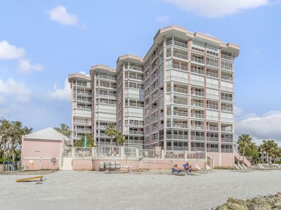 Photo for Pristine condo w/ shared pool, hot tub & sauna - ocean views, walk to beach!