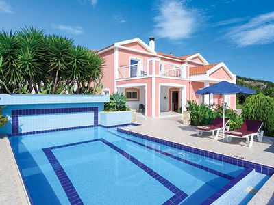 Photo for Villa on coastal road w/ air con + free Wi-Fi - ideal for exploring