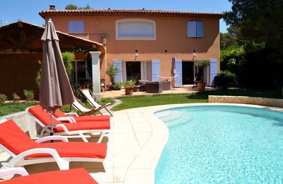 Photo for Charming villa with pool, quiet