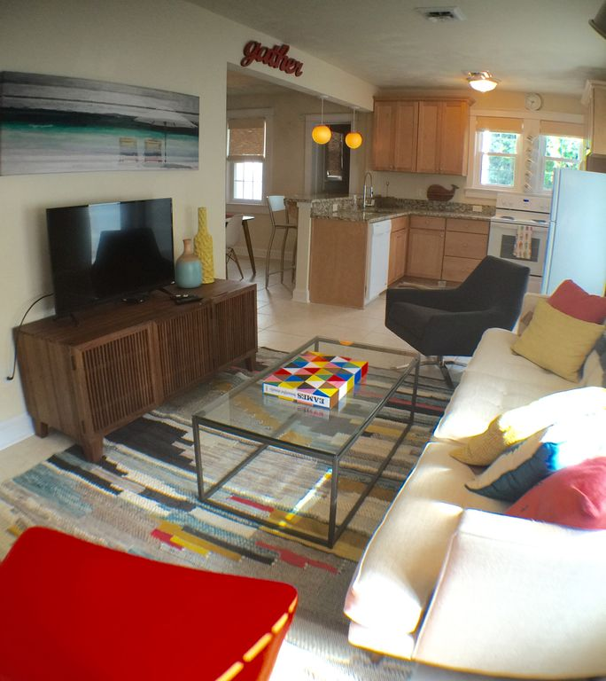 Mid century modern 1 bedroom apartment - Northeast Virginia Beach