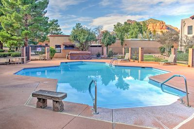 Enjoy access to a community pool, hot tubs, and tennis court!