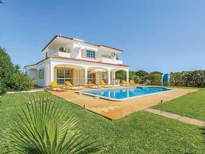 Photo for Ideally located Villa w/pool & BBQ, 5 minutes drive to the beaches