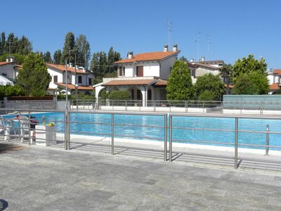 Photo for New villa in residence with swimming pool on the sea