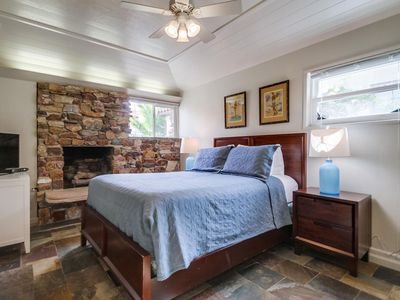 Electric Beach Cabin by 710 Vacation Rentals | Cozy, Quiet & Pet Friendly