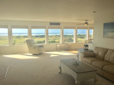 Photo for Pacific Dreams Beach House- Beach front! Gorgeous views! Meticulously sanitized!