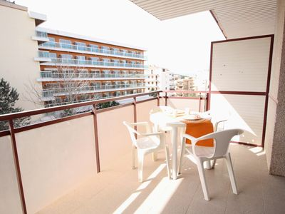 Photo for Apartment 4 pax and swimming pool at 200 meters. the Capellans beach Salou.