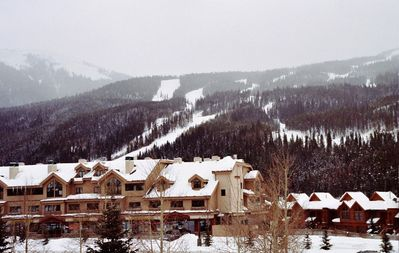Photo for 3 BR + Loft BR/4 BA Top Floor Condo with Mile-Wide Ski Run View; 8 separate beds