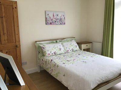 Photo for Lovely apartment only 20 mins to Baker Street