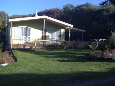 Photo for Dog friendly close to beach/shops, trampoline, hot outside shower, eco-friendly.