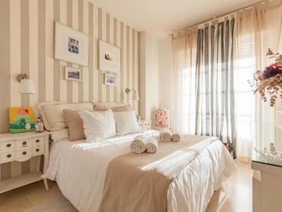 Photo for Beautiful, modern, elegant and cozy apt in Triana-