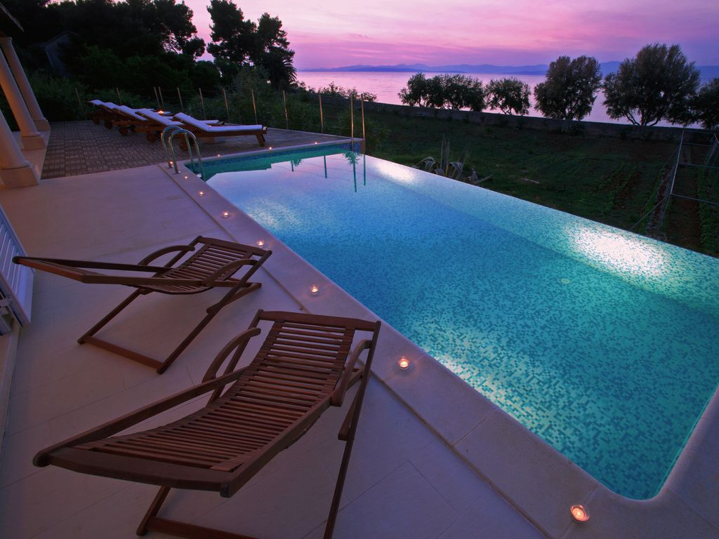 exclusive villa with heated infinity pool homeaway. Black Bedroom Furniture Sets. Home Design Ideas
