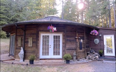 Photo for Forest Sanctuary Cottage in the Heart of Wine Country and Close to Town!