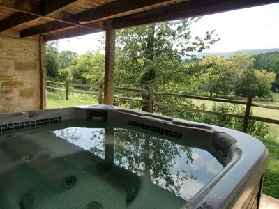 Cedar Point Farmhouse - Hot tub with view of the Massanutten range