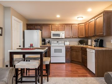 1  Bedroom Apt In A Beautiful Quiet Neighborhood. Easy Hwy Access, Minutes To KC
