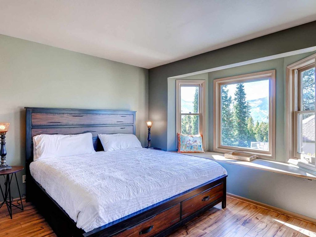 Eagle's Nest at High Timber-Sleeps12-HUGE Views-Free Shuttle 1/2 Block Away - by iTrip