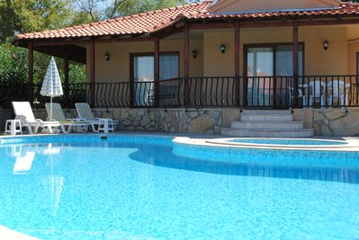 Beautiful, child friendly detached villa with its' own pool. Free Wi-Fi ad AC.