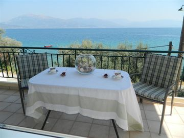 Ocean Front Home In Family-Friendly Village 15 Minutes From City Of Patras.