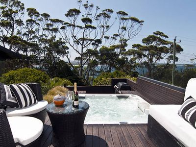Photo for BANNISTER COVE MOLLYMOOK - Art House - spa -