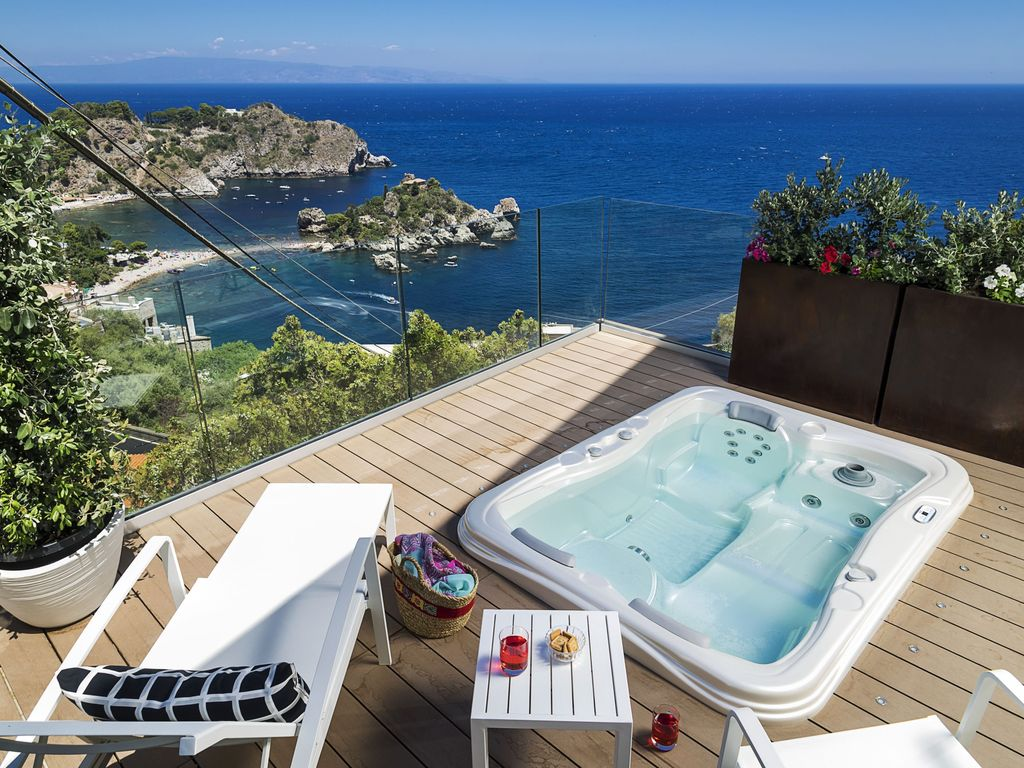 Isola Bella Jacuzzi Suite: Isola Bella Jacuzzi Suite - Apartment for ...