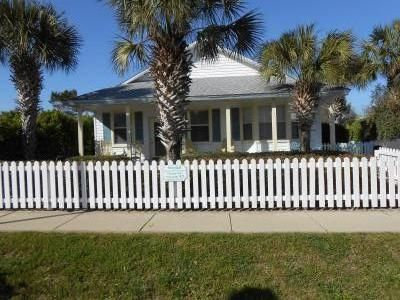 Sundial Cottage - Crystal Beach -Destin - Private Pool -Great Location!