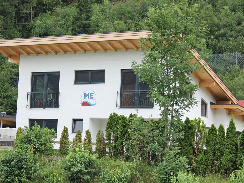 Centrally located holiday house with six bedrooms near the ski bus station  - Zell am Ziller