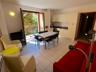 Photo for Camelia 3C: 8-person apartment, 3 bedrooms, right on Lake Como