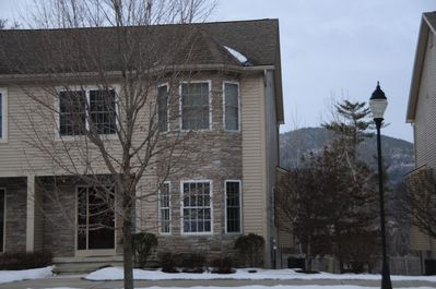 Our townhouse is available year round with 3 top ski resorts within an hour.