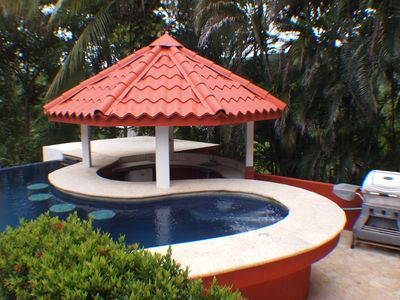 Swim up Palapa with cool water jacuzzi