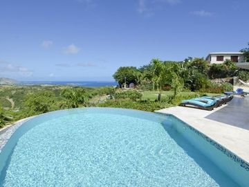 Private Deluxe Villa With Swim-Up Bar, 5-Island Views, In Exclusive Neighborhood
