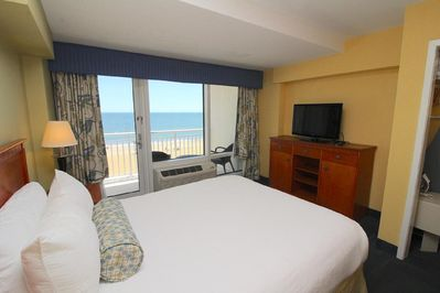Oceanfront deluxe 1 bedroom suite at Ocean Sands Resort - Northeast  Virginia Beach