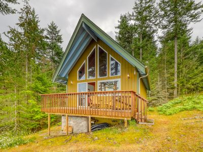 Photo for NEW LISTING! Waterfront, dog-friendly cabin w/ a full kitchen & views