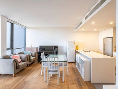 Photo for 10 Mins to Sydney Airport Modern Apartment with free parking!