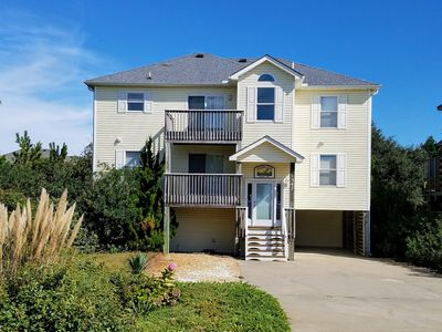 Lovely home in Duck, NC sleeps 10 comfortably.