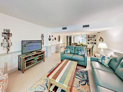 Beachside Condo with Balconies, Courtyard & Grill