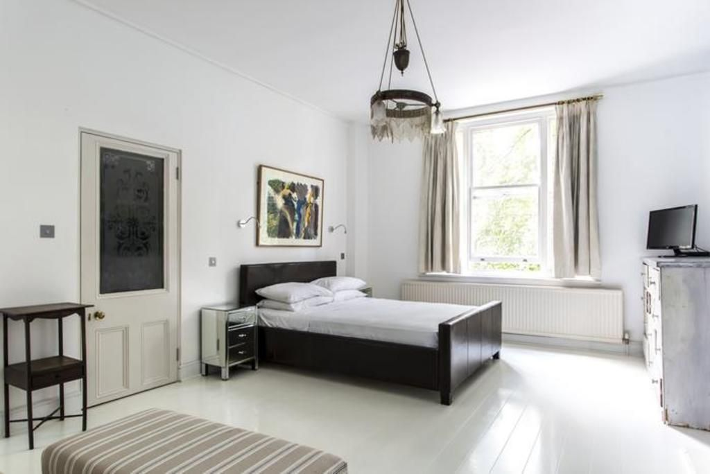 London Home 385, Imagine Renting Your Own 5 Star Private Holiday Home in London, England - Studio Villa, Sleeps 9