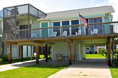 Pretty beach house in prestigious Pirates Beach. Just 2 blocks to the beach!