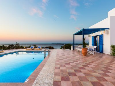 Photo for Villa Sky, modern 3 bedroom Villa with sea-view!