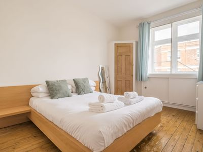 Photo for Art-Deco Charm in Fulham - Apartment for 4 people in London