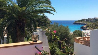 Photo for Newly renovated bungalow - 2 minutes to the beach