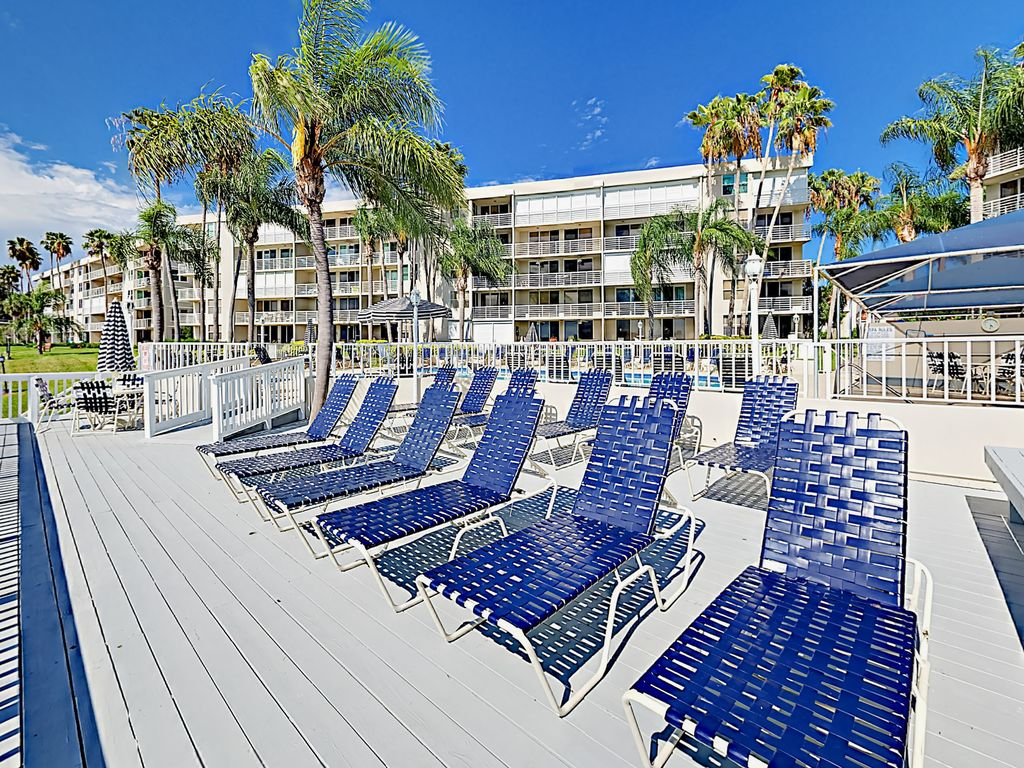 Updated 2BR in Boca Ciega Bay Resort – Pool... - VRBO