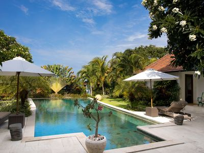 Photo for Well-tended private villa - surrounded by a tropical garden and right by the sea