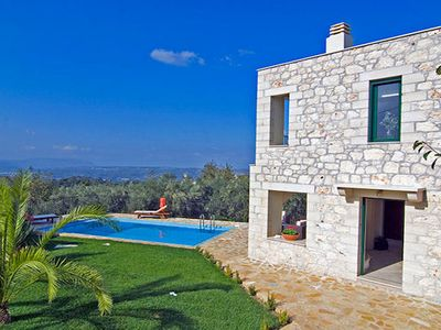 Photo for Between Chania and Rethymon in the historical village of Alikampos you will find this charming Villa