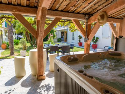 Photo for Stunning townhouse with 2 gardens and a spa (hot tub & sauna)
