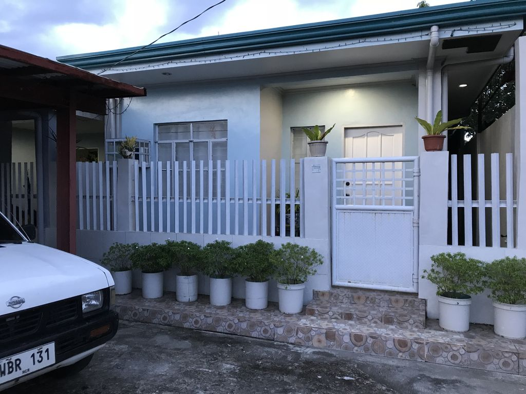 Boyet 39 s two bedroom house tacloban city vrbo for Swimming pool in tacloban city