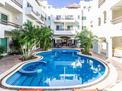 Photo for Beautiful and quiet condo in the heart of PDC, walk to the beach and 5a Avenida.