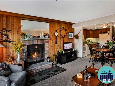 Bright and Cheerful, located in main building, 2 bedroom Condo Mountain Green