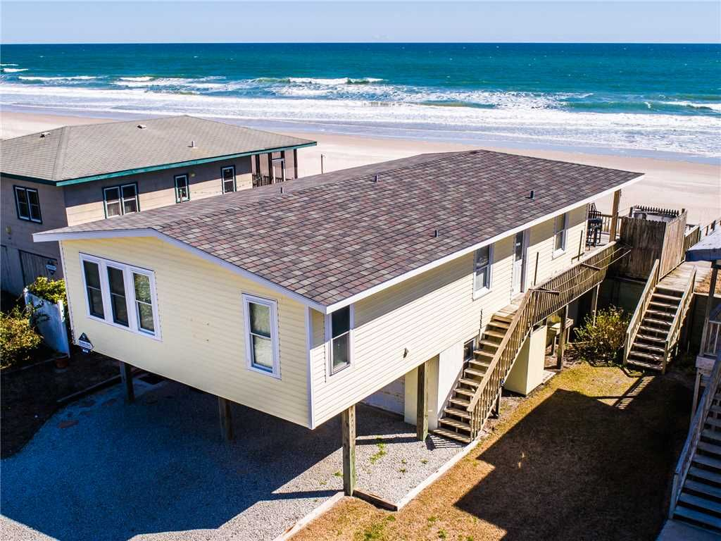 GOOD COMPANY: 3 BR / 2.5 BA Oceanfront In Topsail Beach