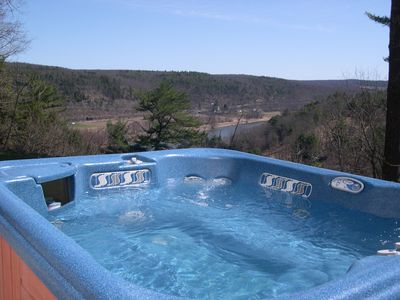 Hot Tub Overlooking the Delaware, Watch the Eagles fly overhead!