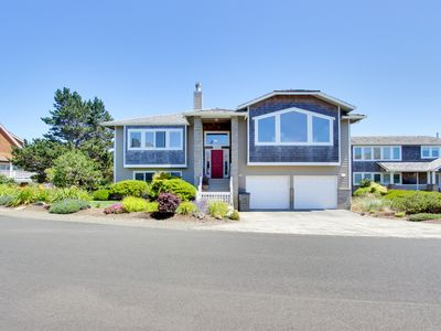 Photo for Modern home w/ ocean views, access to private hot tub & tennis courts, dogs ok!