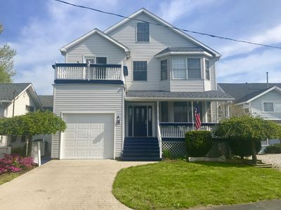Large Lake House - Just Steps Away From The Beach in Private Community